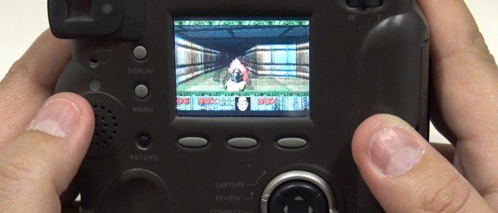 Jugar al Doom en una cámara de fotos